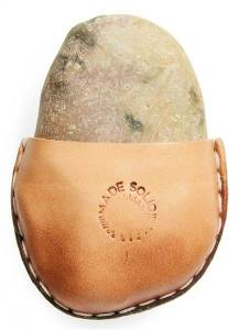 gift-rock-in-a-pouch